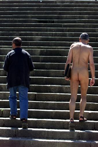 hombre_pasea_desnudo_calle_Barcelona
