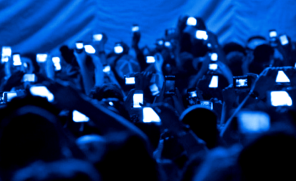cell phone concert_00000