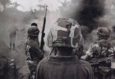 Tropas de Papúa Nueva Guinea patrullando en Bougainville