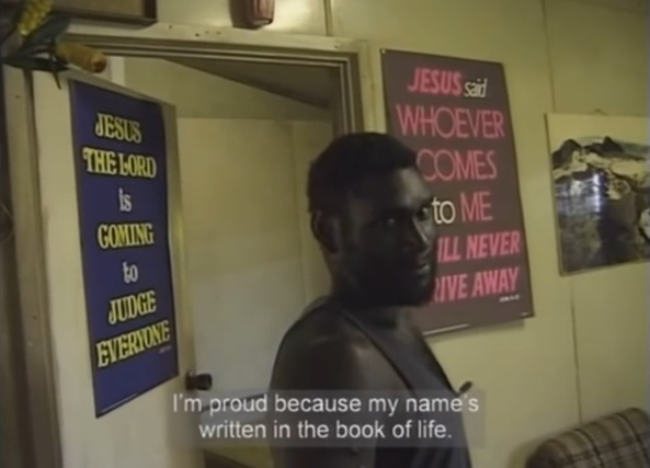 Toarama en su casa, repleta de mensajes religiosos