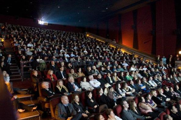 5-crowds-not-an-empty-seat-in-the-house_650