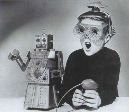 weird vintage toys boy 1950s toy robot 01 - LA MUERTE DEL SUEÑO COLECTIVO