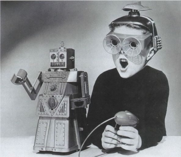 Weird-Vintage-Toys-Boy-1950s-Toy-Robot-01