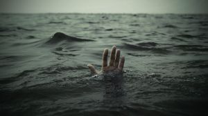 hand-in-the-sea-photography-hd-wallpaper-1920x1080-4643