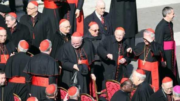 llegan-cardenales-al-vaticano-619x348